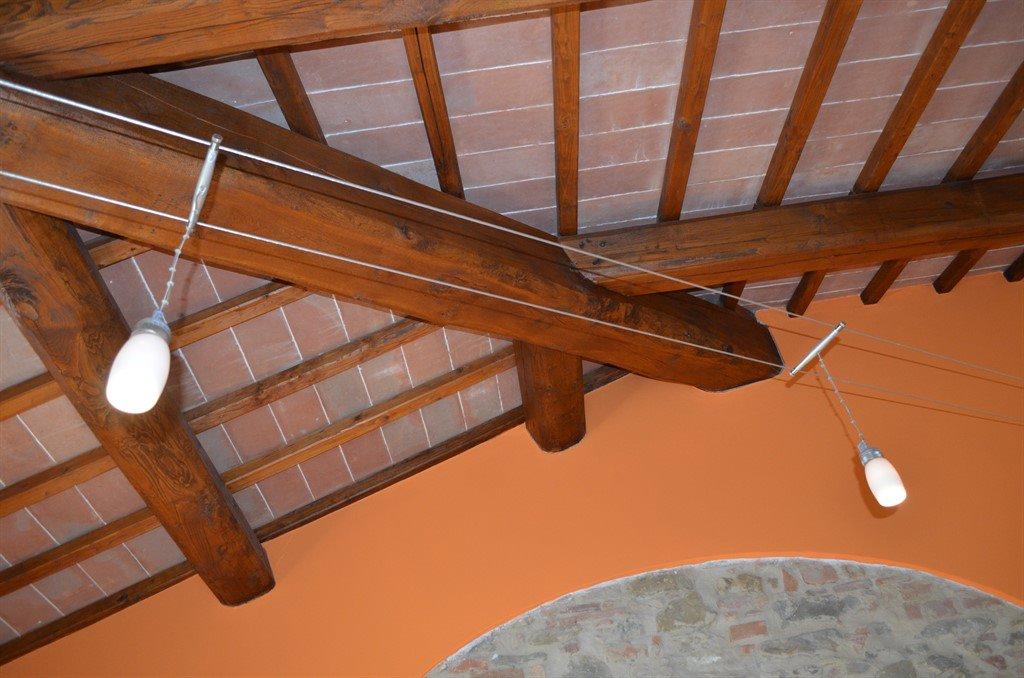 Camera Arancio Travi